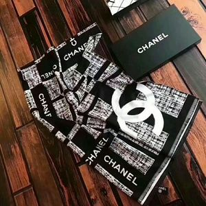 Coco Chanel black white design cc